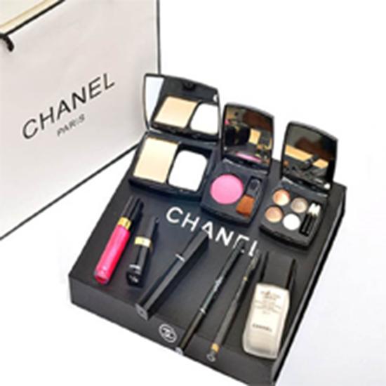 Picture of Bộ quà tặng trang điểm 9 món Chanel
